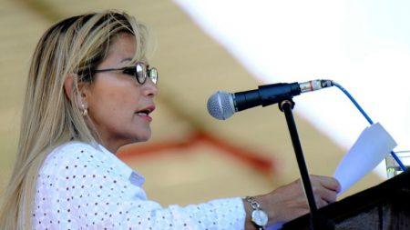 Presidente da Bolívia anuncia mandado de prisão contra Evo Morales
