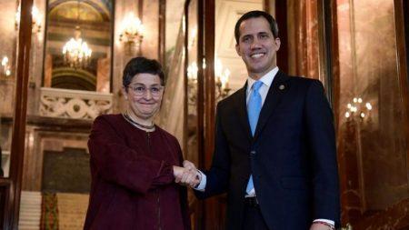 Ministra das Relações Exteriores transmite a Guaidó 'apoio total' do governo espanhol