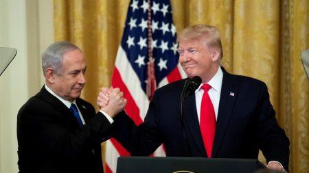 Trump media acordo de paz histórico entre Israel e Emirados Árabes