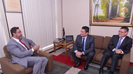 Moro se reúne com juiz Marcelo Bretas no Rio