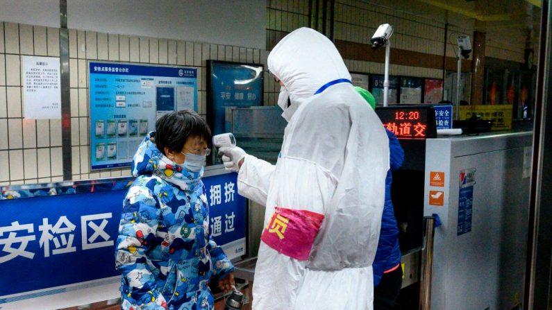 Especialistas internacionais em saúde chegam à China para ajudar a investigar o coronavírus