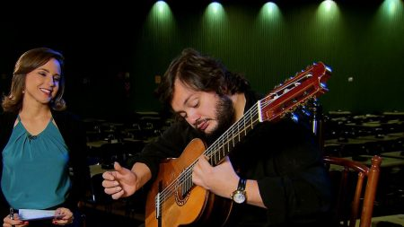 Música é remédio, diz violonista Yamandu Costa