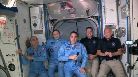 SpaceX abre nova era com 1º voo comercial tripulado à ISS