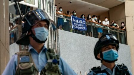 Hong Kong: legisladores dos EUA e líderes europeus condenam a aprovação da lei de segurança de Pequim