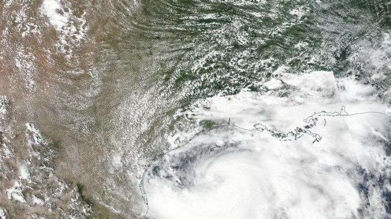 Hanna se torna 1º furacão do Atlântico neste ano, e segue rumo ao Texas