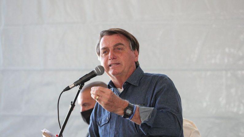 """Bolsonaro: auxílio é """"pouco para quem recebe e muito para quem paga"""""""