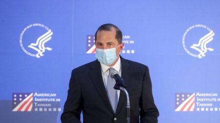 Secretário da Saúde dos EUA , Alex Azar, critica a China por mau manejo da COVID-19 durante seu discurso em Taiwan
