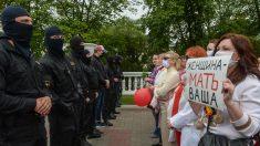 Milhares de críticos a restrições por pandemia se concentram em Berlim