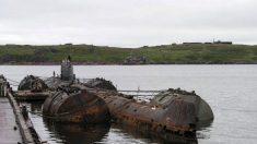 União Soviética despeja submarinos nucleares e resíduos radioativos no oceano apesar da proibição