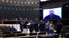 Por 364 a 130, Câmara mantém prisão de Daniel Silveira