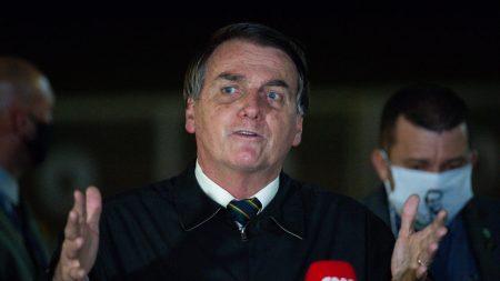 Bolsonaro sanciona lei que torna crime a prática de perseguição digital