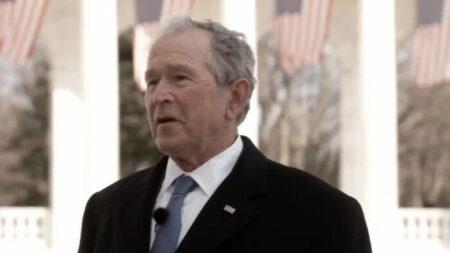 Bush adverte que retirada do Afeganistão pode prejudicar mulheres e meninas se o Talibã retomar o poder