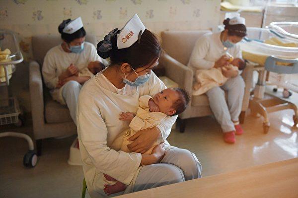 PCC sinaliza que quer eliminar as restrições ao controle de natalidade em meio a uma crise demográfica iminente