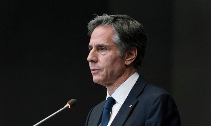 Blinken critica Pequim por fazer mudanças nas regras eleitorais de Hong Kong