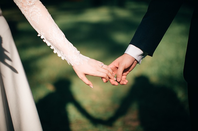 Adolescente com câncer se casa com amor de sua vida antes de morrer, 'Oramos juntos por um milagre'