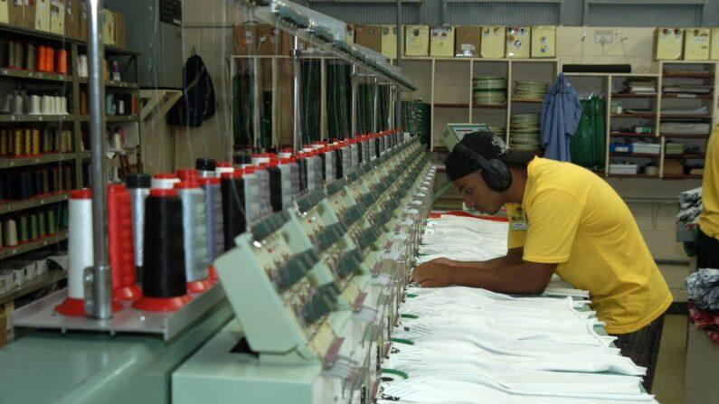 Atividade industrial segue elevada, diz CNI