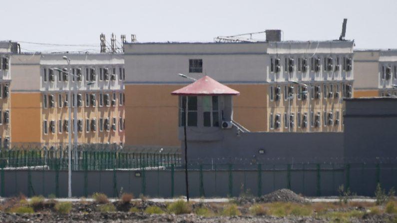 Regime chinês persegue, tortura e aprisiona minorias étnicas em Xinjiang, afirma Anistia Internacional