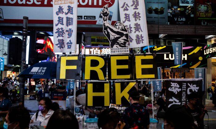 Pequim usa lei de segurança nacional para 'reduzir drasticamente' as liberdades de Hong Kong, revela relatório do Reino Unido