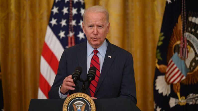 Biden condena 'repressão cada vez mais intensa' de Pequim em Hong Kong após o fechamento do Apple Daily