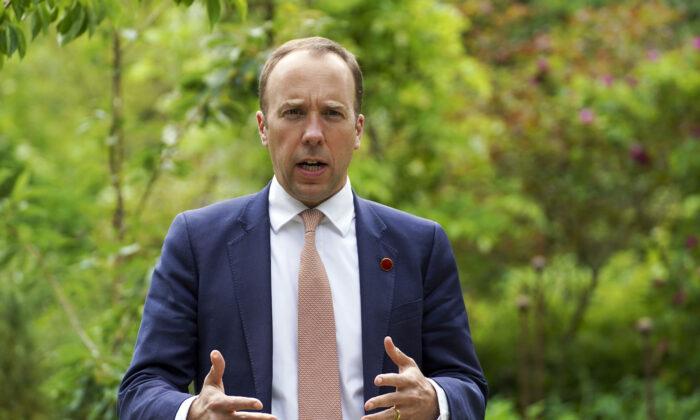 Chefe de Saúde do Reino Unido denuncia pouca transparência na China e pede investigação da origem do vírus