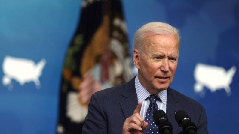 """Proposta de Biden para financiar teoria crítica da raça coloca os EUA em um """"caminho muito escuro"""""""