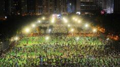 Hong Kong realiza vigília pacífica pelas vítimas do massacre da Praça Tiananmen em 1989