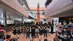 Estudantes de Hong Kong homenageiam aniversário do massacre de Tiananmen no Pilar da Vergonha