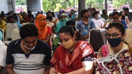 Centros falsos vacinaram com água milhares de pessoas na Índia