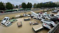 Sobrevivente conta como fugiu da enchente no metrô da China