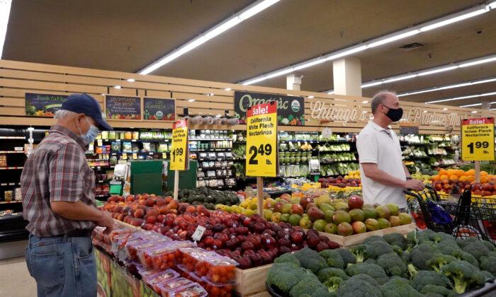 Nos EUA indicador-chave de inflação registra aumento de preço anual mais rápido em 30 anos
