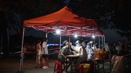 China pune mais de 40 funcionários por não conseguirem controlar pandemia