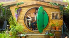 Homem britânico constrói 'Casa Hobbit' em seu quintal para realizar sonho de infância