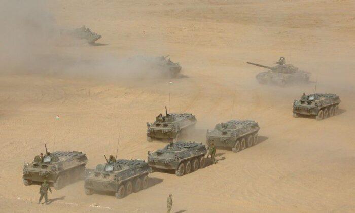 Milhares de soldados russos realizam exercícios para repelir ofensiva na fronteira com Afeganistão