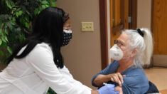 Internações hospitalares COVID-19 caem pela primeira vez em semanas nos EUA: HHS