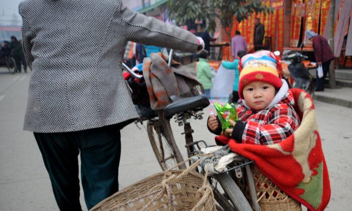 Organização do mercado negro de tráfico de bebês exposta por civil na China