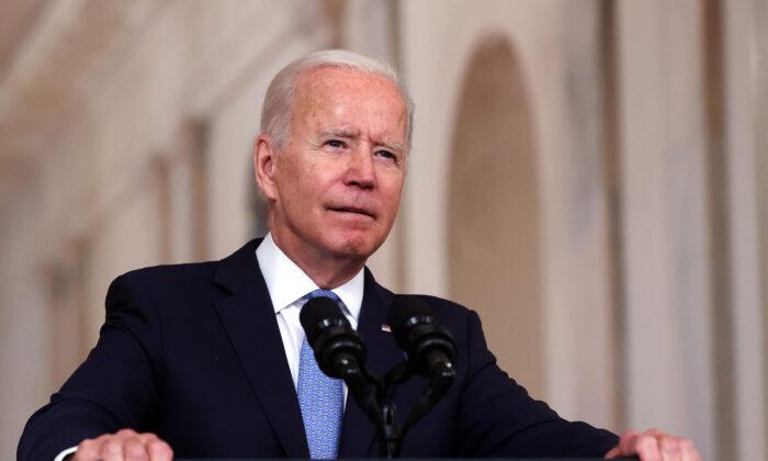 Biden amplia lei que regulamenta embargo comercial ao regime cubano