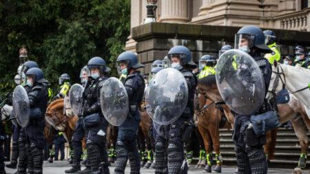 Oficial de polícia australiana renuncia após falar sobre aplicação das restrições COVID-19