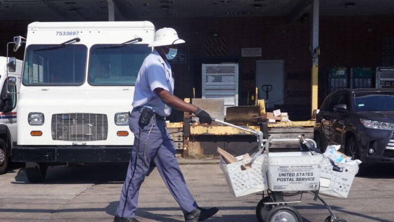 Americanos estão deixando seus empregos em taxas recorde, afirma Departamento do Trabalho