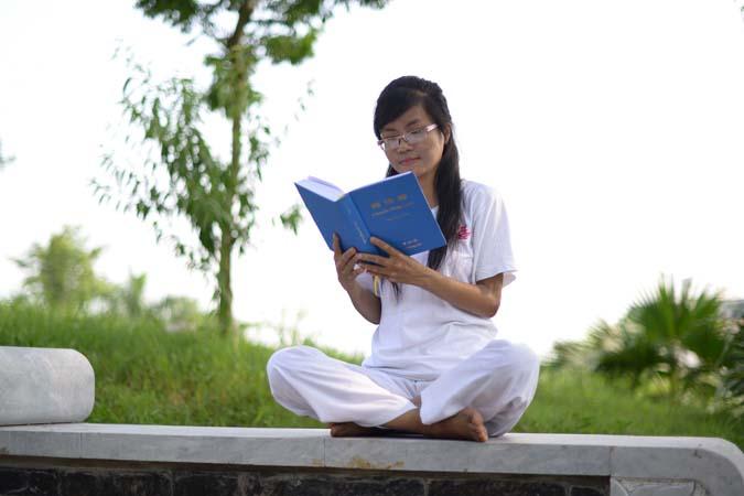 """Os princípios da """"Verdade - Compaixão - Tolerância"""" tiveram minha atenção, e eu continuei a ler e continuar (Nguyen-Thu-Trang)"""