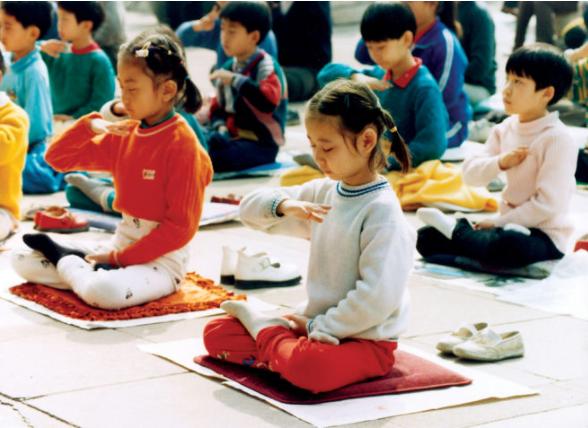 Niños practicantes de Falun Dafa