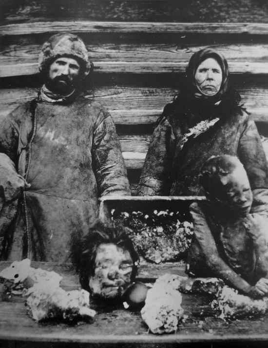 A man and woman with body parts of children in front of them. A famine in Russia between 1921 and 1922 is estimated to have killed 5 to 10 million people. (Public Domain)