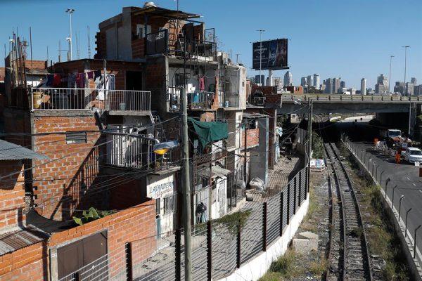 BUENOS AIRES (ARGENTINA), 18/05/20. - Vista do 31º bairro da cidade de Buenos Aires (Argentina), um dos locais com os casos mais positivos de COVID-19 no país(EFE / Juan Ignacio Roncoroni)