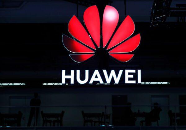 Um sinal da Huawei é exibido durante o 10º Fórum Mundial de Banda Larga Móvel em Zurique, em 15 de outubro de 2019 (Stefan Wermuth / AFP via Getty Images)