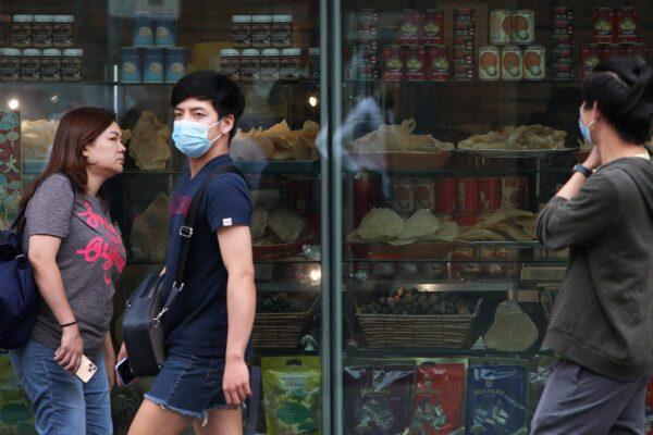 Pedestres no distrito de Chinatown em 4 de março de 2020 em Sydney, Austrália (Lisa Maree Williams / Getty Images)