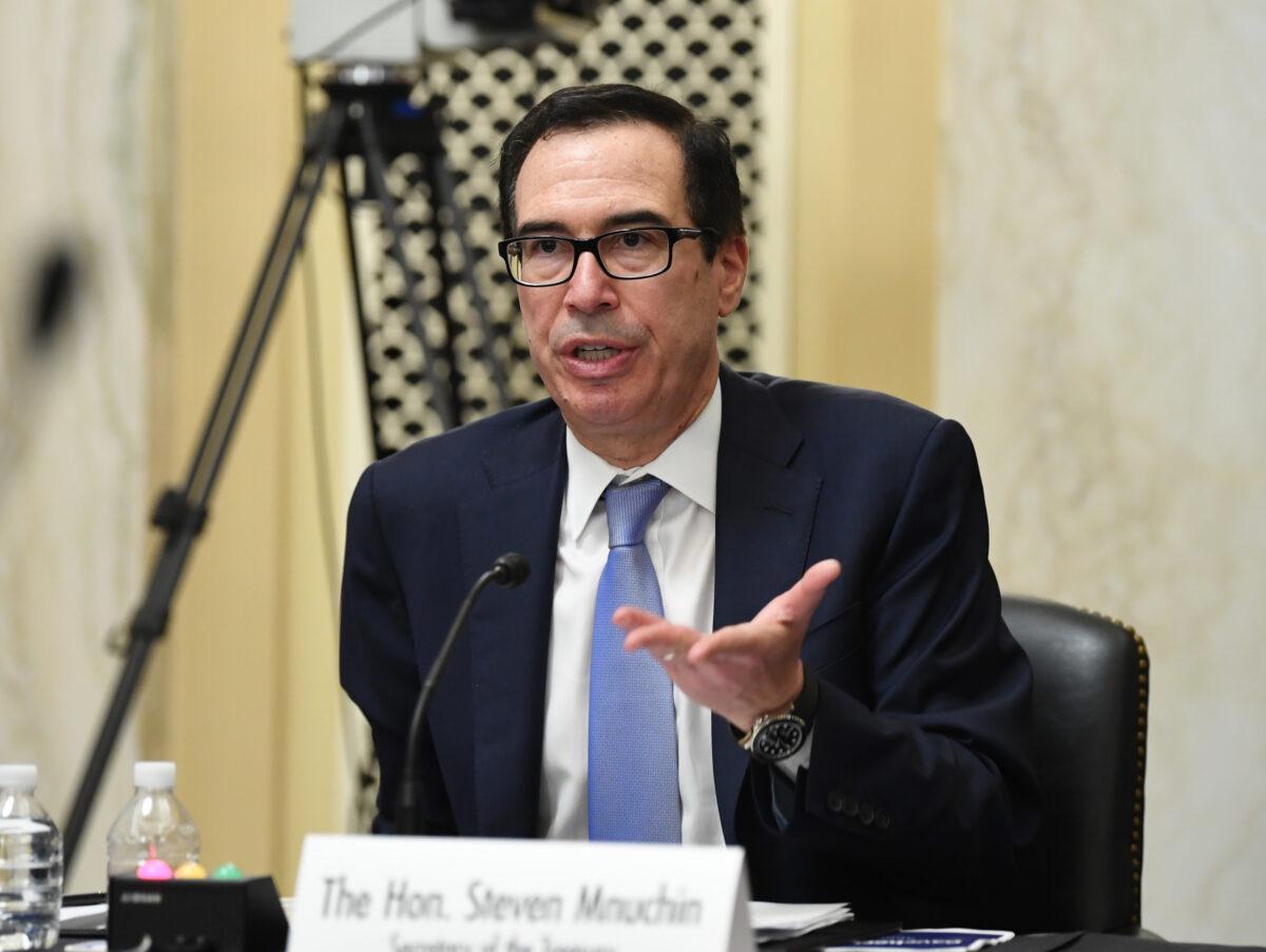 O secretário do Tesouro, Steven Mnuchin, testemunhou durante audiências no Senado sobre pequenas empresas e empreendedorismo para examinar a implementação do Título I da Lei CARES, no Capitólio, em Washington, em 10 de junho de 2020 (Kevin Dietsch / Pool / Getty Imagens)