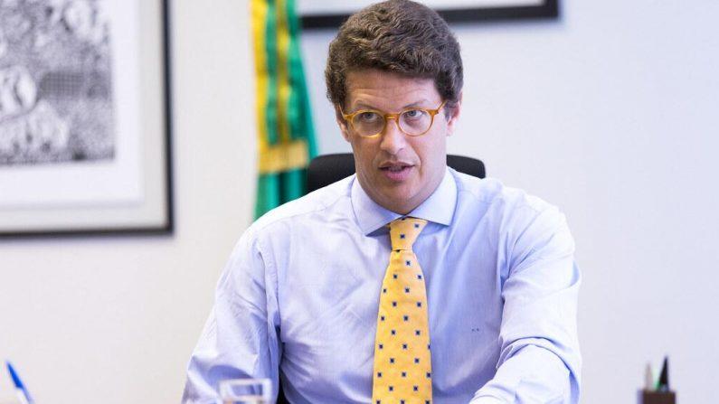 Salles encara general e afirma que fofoca e intriga atrapalham o governo Bolsonaro