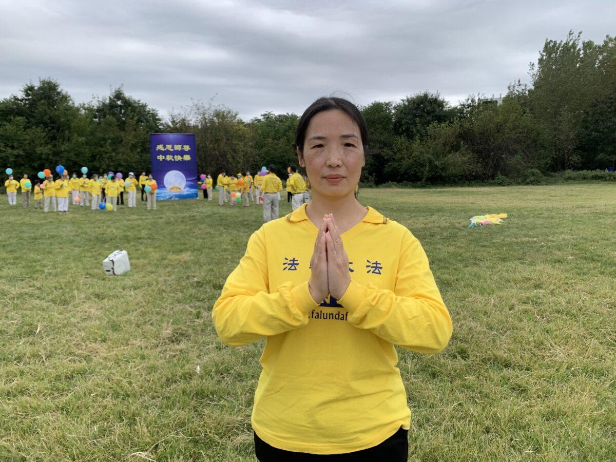 O praticante do Falun Gong Xiao Ping no Kissena Corridor Park em Flushing, Nova Iorque, em 26 de setembro de 2020 (Linda Lin / The Epoch Times)