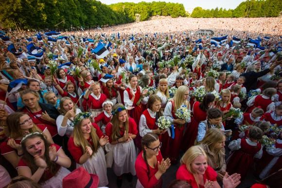 Cantores na 26ª Celebração da Canção em Tallinn em 6 de julho de 2014. Os shows acontecem a cada cinco anos. (Ilmars Znotins)